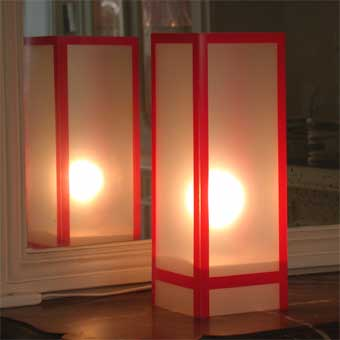 Lampe Shangai Rouge. <BR><I>Lamp Shangai Red.</I>