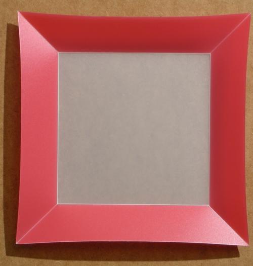 Assiette Bordure Rouge <BR><I>Plate Red Frame.</I>